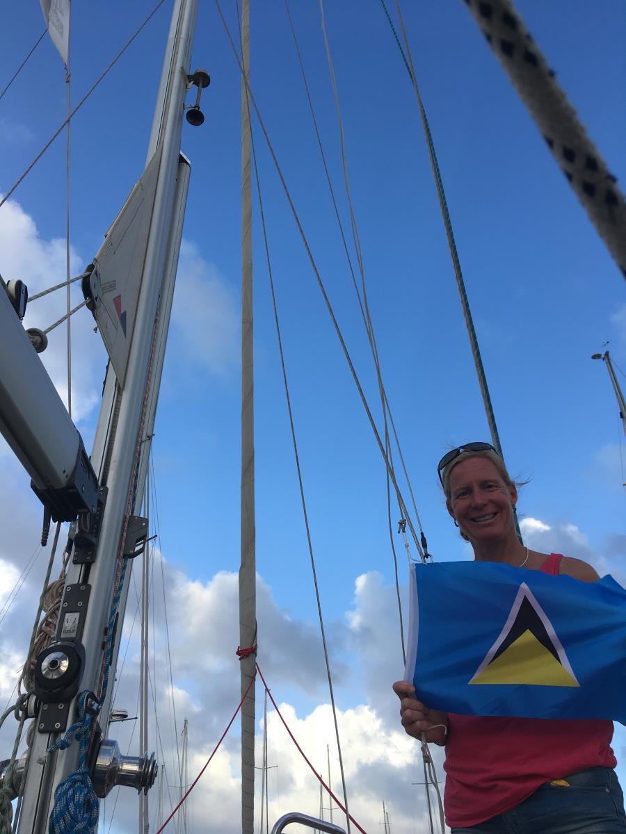 Vi hissar Saint Lucias flagga!