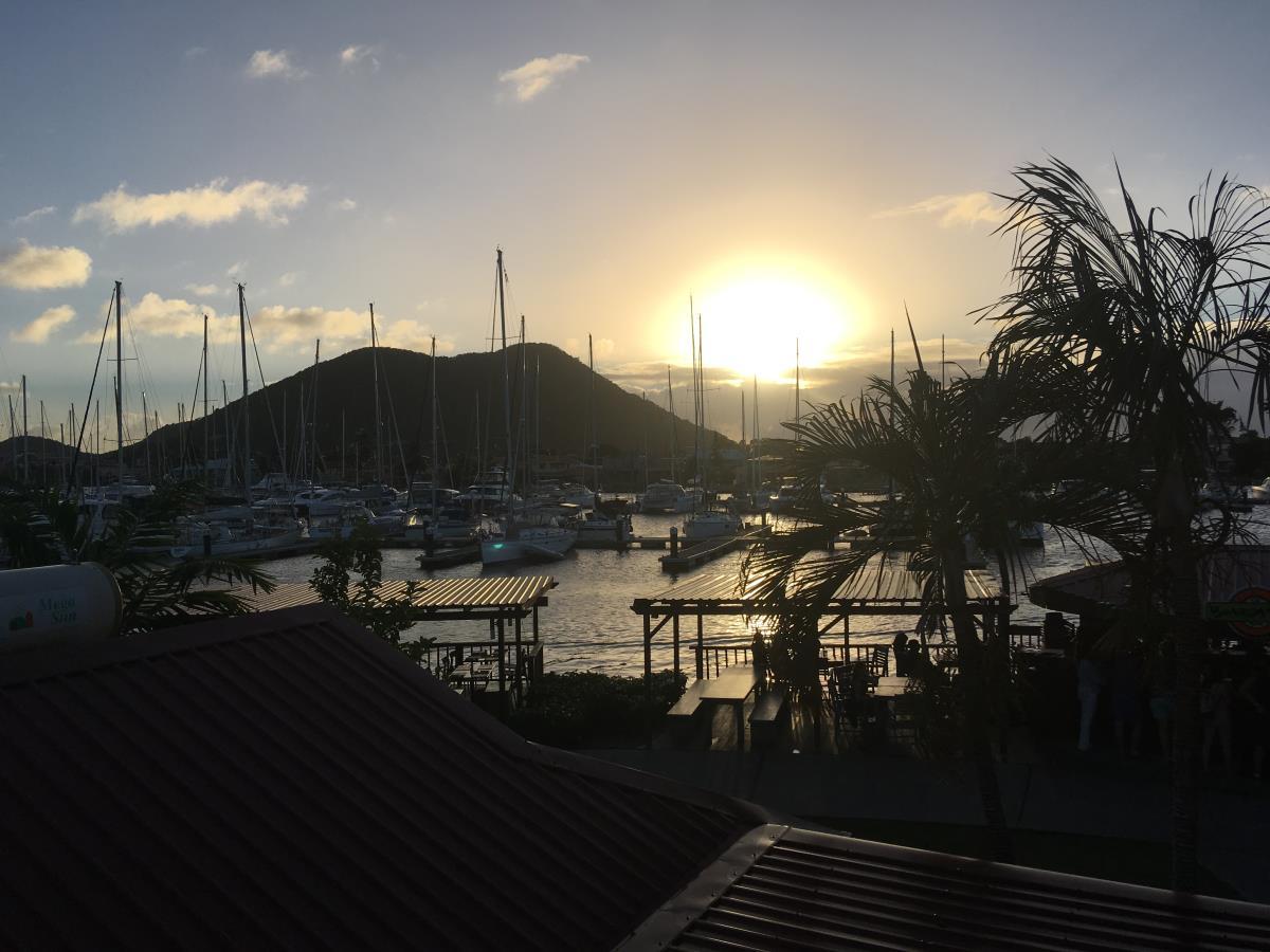 Solnedgång över marinan Rodney Bay, St Lucia.
