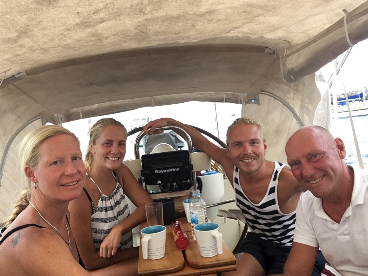 Martin och Kristine på S/Y Lady A på besök på Looma IV i Fort de France.