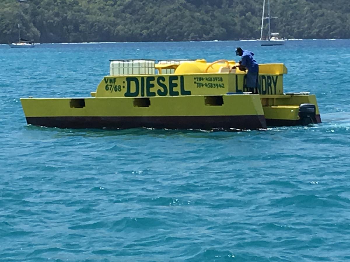 Direktleverans av vatten och diesel  finns att få till båten.