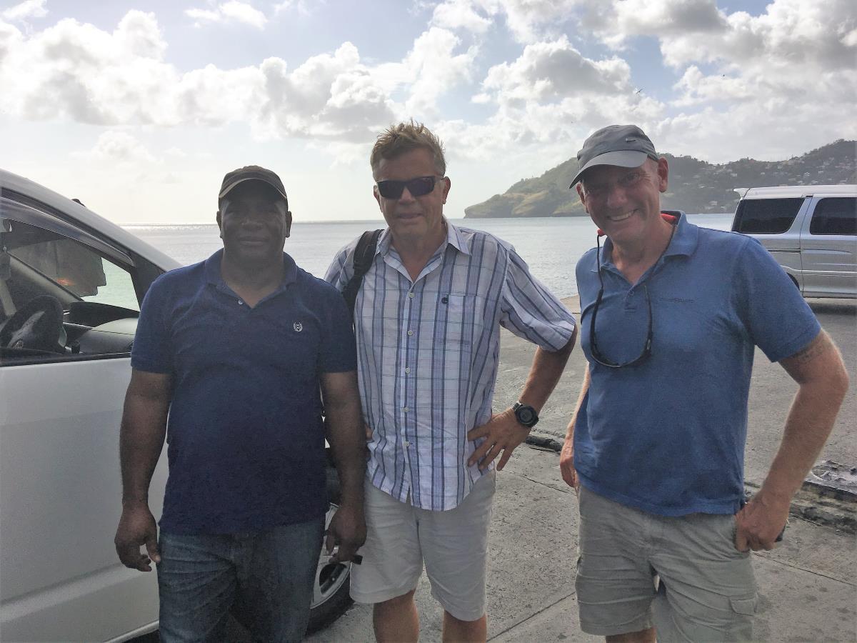 Vår chaufför och guide, Kirk med Mads och Roy på S/Y Andante.