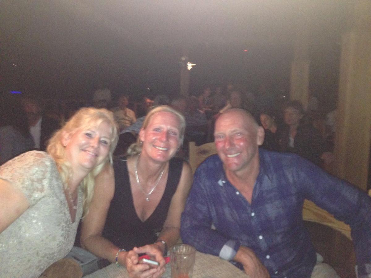 Basils Bar på Mustique och Mick i bakgrunden.