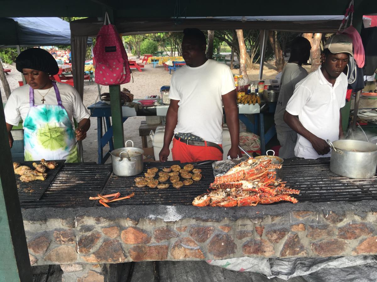 Köket på strandrestaurangen vid Tobago Cays.
