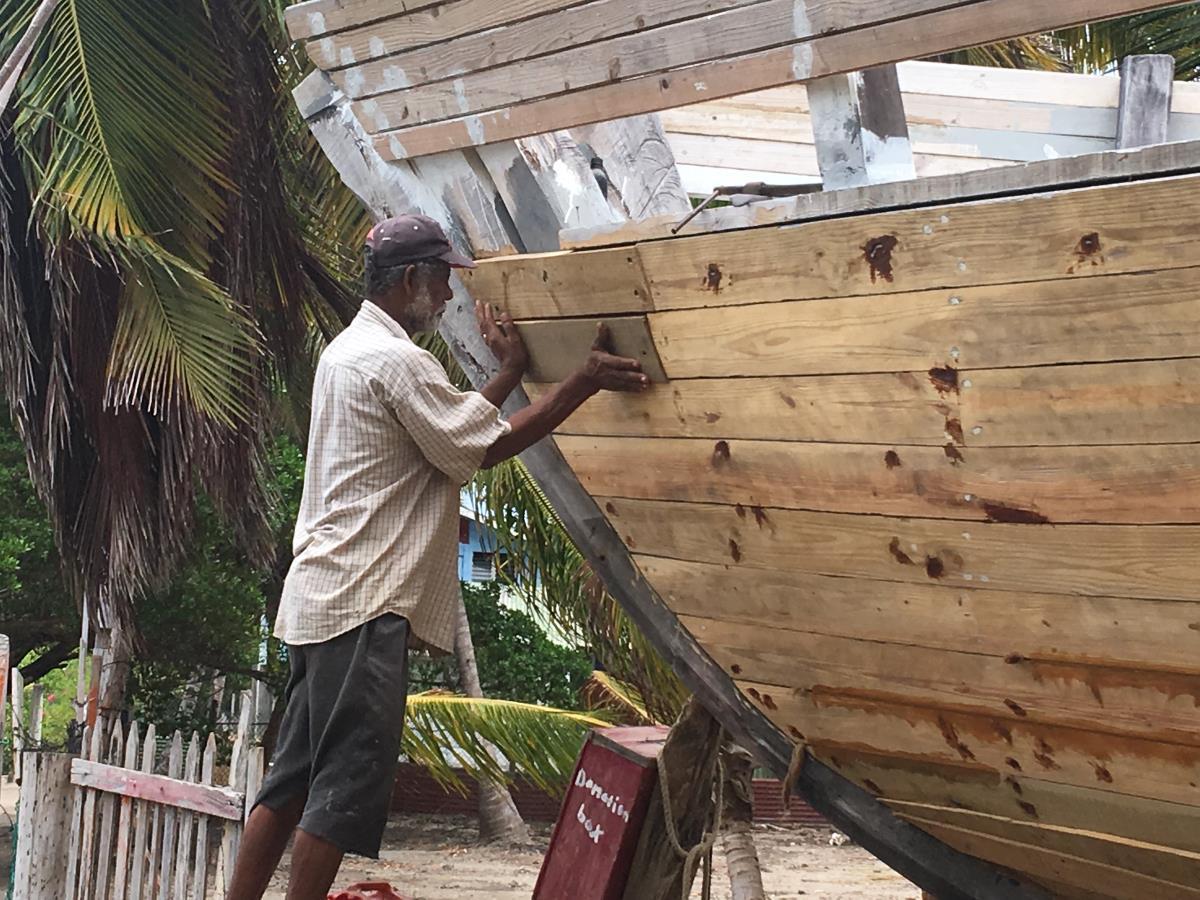 Fantastikt hantverk och lång tradition av båtbyggande på Carriacou.