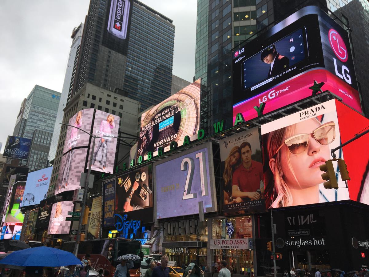 New York New York, nu är vi här! Vi bodde kanonbra nästan precis vid Times Square.