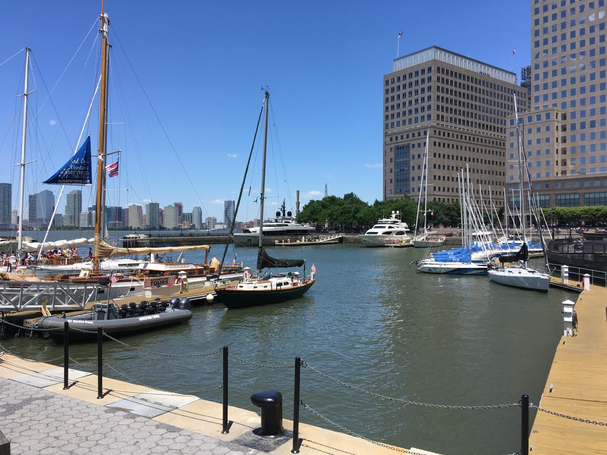 North Cove Yacht Harbour på Manhattan. Tänk om man kunde ligga här med S/Y Looma IV en dag.