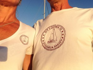 Våra fina nya S/Y Looma IV T shirts.