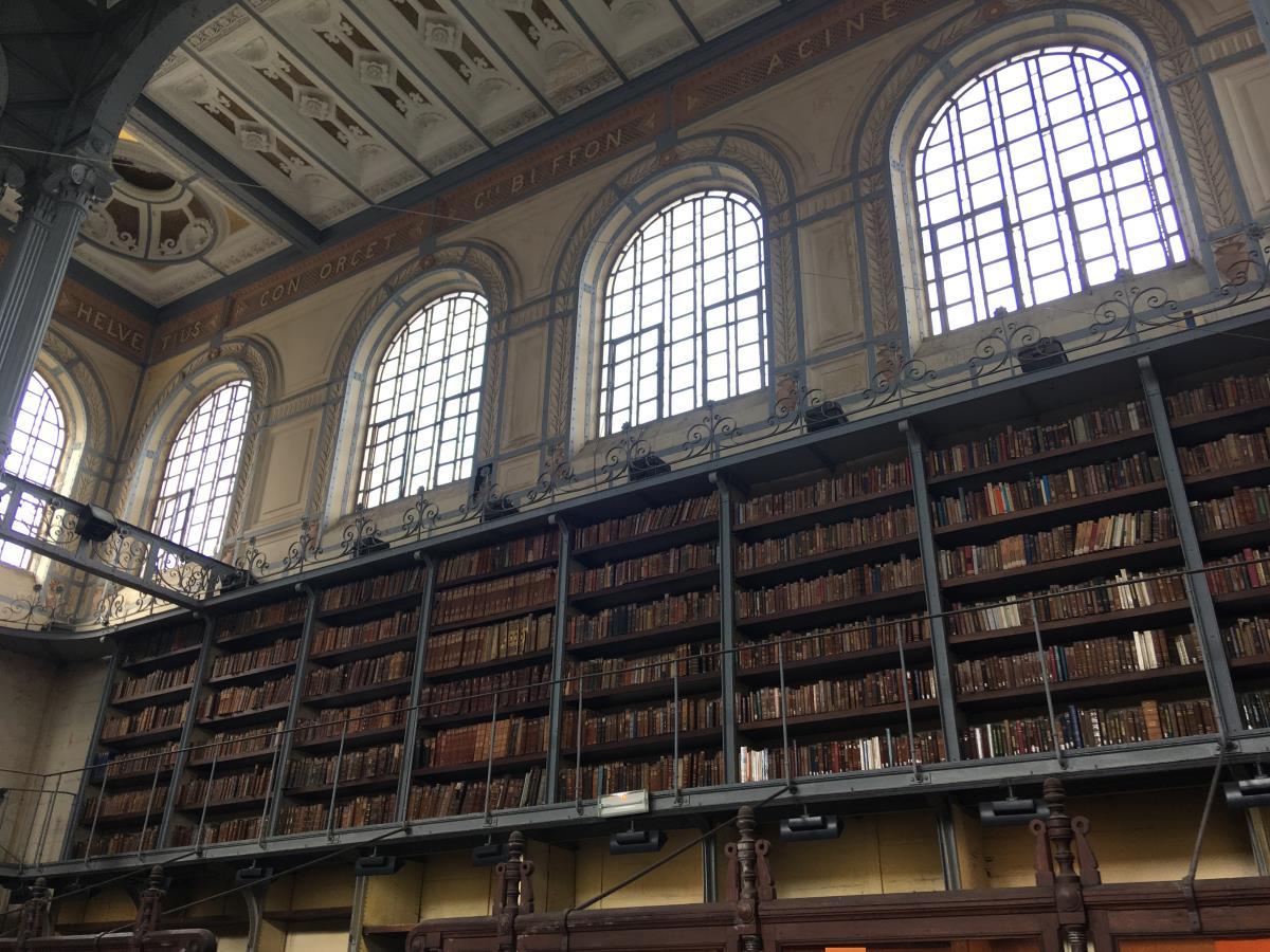 Inne i det vackra biblioteket i Fort de France.