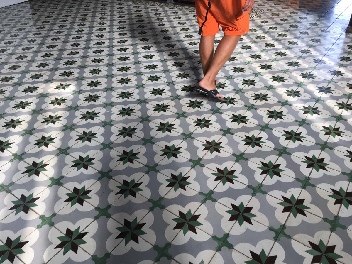 Coolt golv i biblioteket, Fort de France.