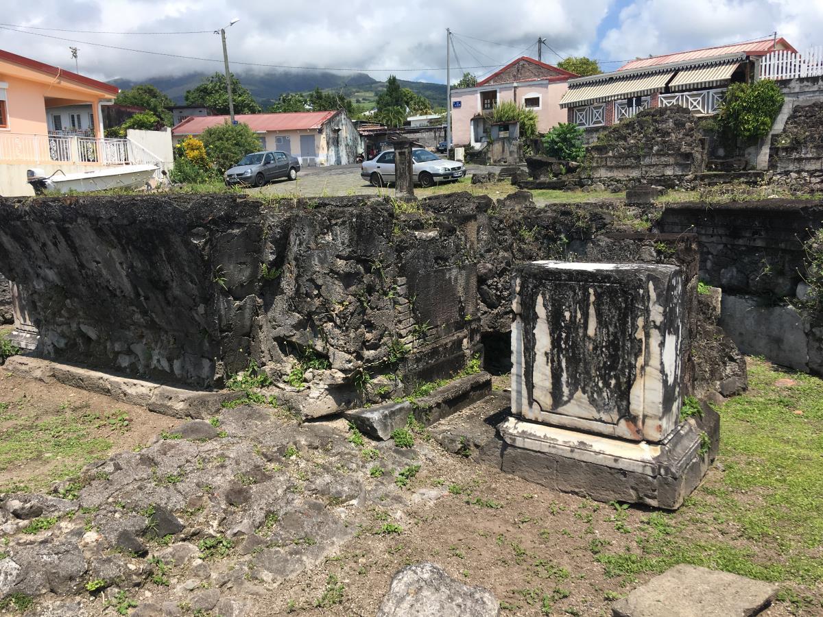 Rester av altaret i fortets kyrka.