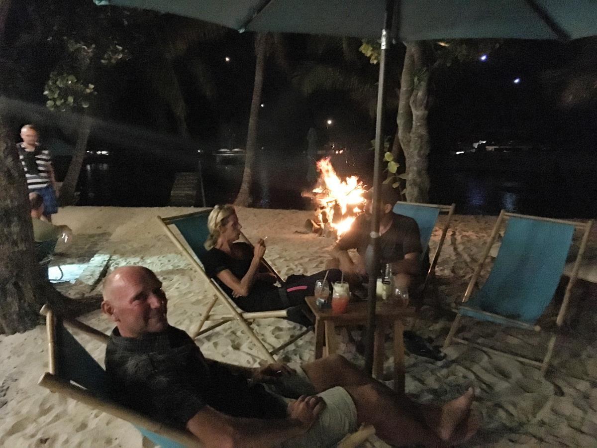 Mysig kväll i Salt Whistle Bay med Jonna, Nalle, Edit och Gustav på S/Y Lady Sparrow.