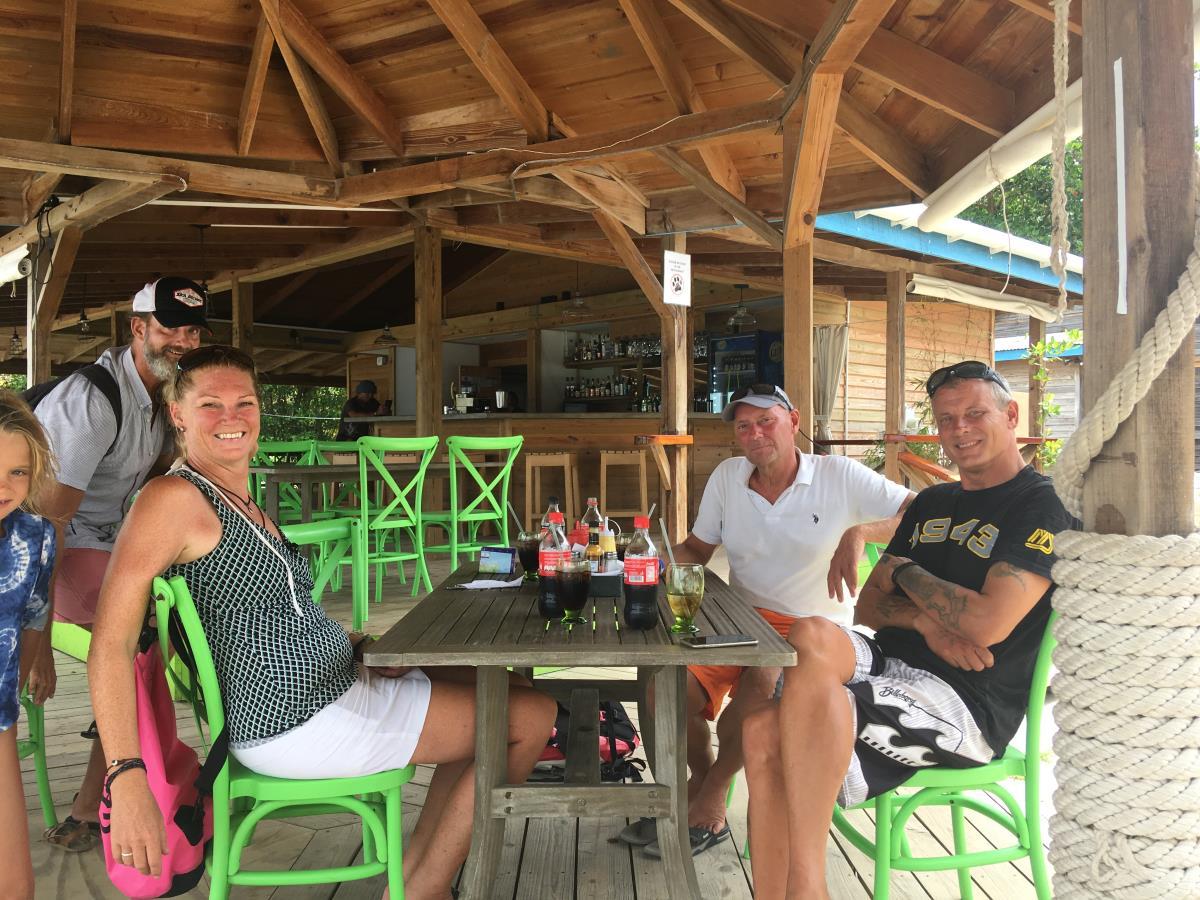 Vi hälsar på hos Anna-Malin och James på Grenada marin.