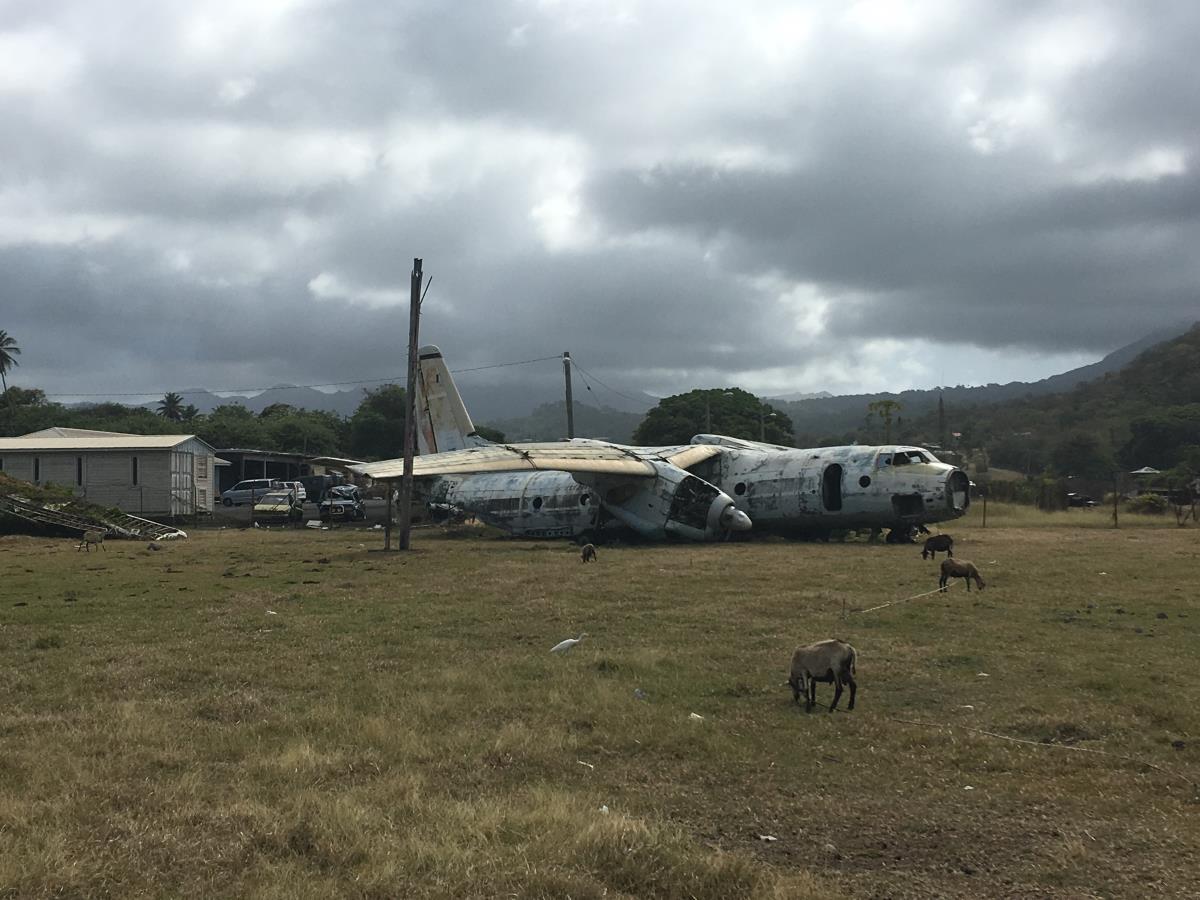 Ryskt övergivet flygplan på den gamla flygplatsen. Och så getter förstås.