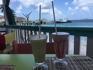 En smoothie med utsikt i Hillsborough på Carriacou.