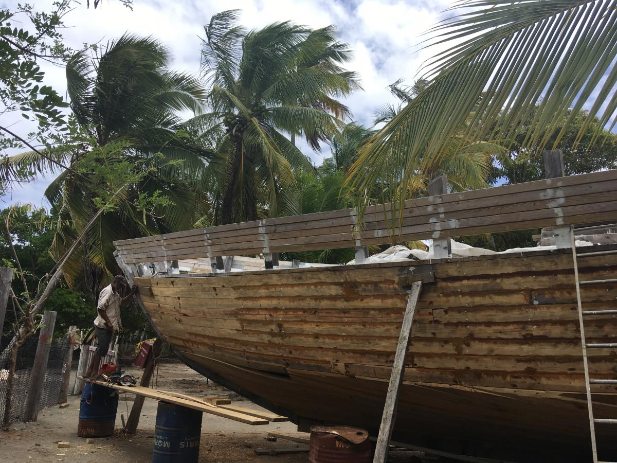 Imponerande stort båtbygge på gång.