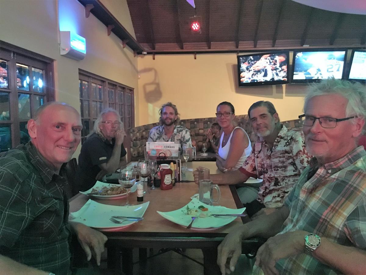 Trevlig kväll med seglarvänner från Viking Explorer som möts igen på Trinidad.