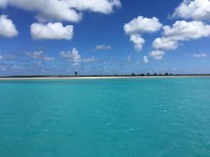 Vita stränder och klarblått vatten. Drömbilden av Karibien hittade vi på Barbuda.